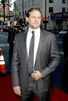 c64abbd4a6c1 Charlie Hunnam Photos - Actor Charlie Hunnam attends the season 6 premiere  of FX s