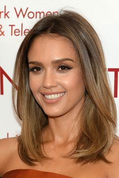 Jessica Alba at the 2014 New York Women In Film And Television Awards Gala. Hair… Jessica Alba at the 2014 New York Women In Film And Television Awards Gala. Hair by Seiji Yamada. Makeup by Daniel Martin. Styled by Emily Meritt. Celebrity Hairstyles, Hairstyles With Bangs, Straight Hairstyles, Jessica Alba Hairstyles, Hairstyles 2018, Oval Face Hairstyles, Medium Hair Styles, Short Hair Styles, Hair Medium