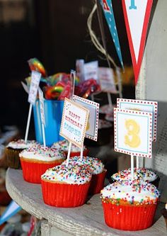 Simple, carnival themed party