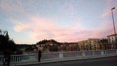 Ponte Nuovo, vista sulla riva sinistra dell'Adige, sullo sfondo Castel san Pietro - Verona - 2013 Foto di Alba Rigo