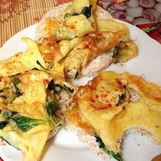 ❝Post workout breakfast was omelet with cheese and arugula on rice cakes.❞
