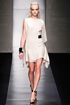 Gianfranco Ferré Spring 2012 Ready-to-Wear Fashion Show - Ginta Lapina