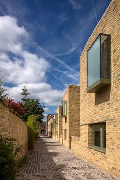 Peter Barber Architects has completed a terrace of mews houses in north which are arranged along a cobbled lane and feature oriel windows that cantilever out from their reclaimed-brick facades Brick Architecture, London Architecture, Residential Architecture, Pavilion Architecture, Chinese Architecture, Architecture Office, Futuristic Architecture, Town Country Haus, Mews House