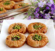 Bayramlık Kuş Gözü Baklavası Nutella, Middle Eastern Desserts, Turkish Recipes, Your Recipe, Sweets Recipes, Brunch, Food And Drink, Tasty, Snacks