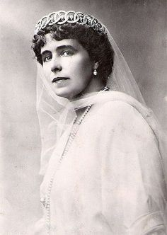 Queen Marie of Romania in diamond loop tiara - now lost. This wonderful diamond circle tiara was in the possession of Queen Marie, but when she left her jewels in the Moscow bank for safe keeping during the Revolution, the Soviets stole this tiara. Royal Crowns, Royal Tiaras, Crown Royal, Tiaras And Crowns, Marie Diamond, Romanian Royal Family, Family Jewels, Royal Jewelry, Royal House