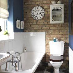 mur de brique dans la salle de bains
