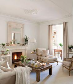 Salón clásico con chimenea, sofá, butaca y chaiselongue_ 00310889