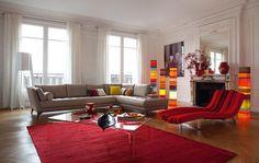 salon design roche bobois canapé chaise longue tapis de sol rouge