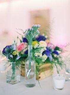 Colorful outdoor wedding by Brancoprata