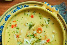 Ciorbă de burtă - una dintre cele mai gustoase ciorbe românești. Are o savoare greu de egalat și o textură cremoasă, catifelată. Cea mai simplă rețetă!