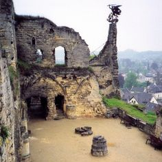 Once upon a time, my ancestors had a castle. Then, out of fear that the French troops would possess it, the owner had it destroyed.  #couldhavebeenaprincess