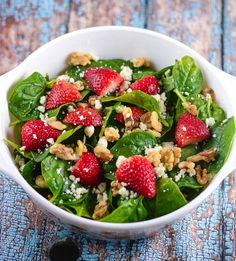 Strawberry Spinach Salad with Strawberry Champagne Vinaigrette.add a little red onion & some cubes of watermelon. Healthy Salads, Healthy Eating, Healthy Recipes, Fruit Salads, Bacon Spinach Salad, Spinach Chips, Feta Salad, Spinach Leaves, Baby Spinach
