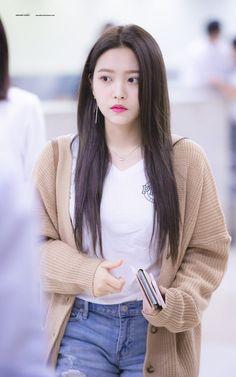 #minikkelebeğimYerim 😍😍😚😙💜💜💜🦋🦋 Seulgi, Asian Woman, Asian Girl, Sana Momo, Park Sooyoung, Kim Yerim, Red Velvet Irene, Velvet Fashion, Airport Style