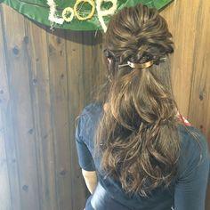 寒い季節は髪をアップにするのも億劫になりますよね。そんな時、ハーフアップアレンジが役立ちます。そこで今回は、大人にぴったりな美人見えハーフアップアレンジをピックアップ♡ Hair Makeup, Dreadlocks, Long Hair Styles, Beauty, Beautiful, Hairdos, Long Hairstyle, Party Hairstyles, Long Haircuts
