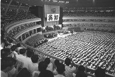 Daisaku Ikeda calls for the restoration of Sino-Japanese ties at a Soka Gakkai students meeting in 1968
