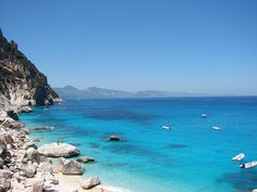 Al sur del pueblo de Orosei, Italia, fundado en el siglo XV, a unos dieciocho kilómetros encontrarán la playa de Bidderosa.