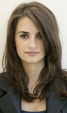 Penelope Cruz inspirational fashionista and too lovely for words Beautiful Old Woman, Most Beautiful Faces, Gorgeous Women, Mexican Hairstyles, Cool Hairstyles, Penelope Cruze, Belle Nana, Spanish Actress, Belleza Natural