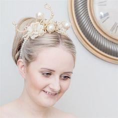 Elaborate pearl wedding headpiece #wedding #hair