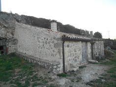 Casas de San Galindo. Bodegas modernas. con estufa