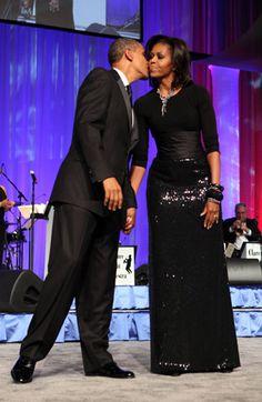 First Lady Michelle Obama, Pres. Barack Obama, Some new looks of Michelle Obama Michelle Et Barack Obama, Barack Obama Family, Michelle Obama Fashion, Vestido Strapless, American First Ladies, American Women, American History, Native American, First Black President