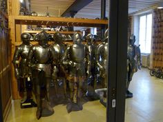 Musée de l'Armée — the Army Museum at Les Invalides, Paris Medieval Armor, Rome Travel, Military History, Weapons, France, Cool Stuff, Souvenir, Guns, Cool Things