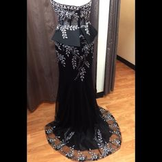 """JOVANI Black Strapless Lace Evening Gown Elegant floor-length taffeta Jovani peplum gown featuring a corset and floral applique at the bodice. Brand new with tags! Original price $800!! Bust: 40"""" Waist: 33.5"""" Hip: 43.5"""" Jovani Dresses"""