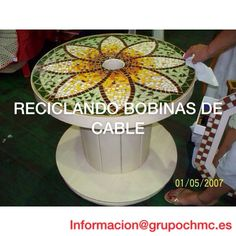 Upcycled cable spool turned into outdor table with mosaic design on top Mosaic Birdbath, Mosaic Glass, Mosaic Tiles, Mosaic Crafts, Mosaic Projects, Mosaic Designs, Mosaic Patterns, Cable Spool Tables, Cable Spools