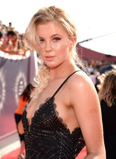 Pin for Later: Every Head-Turning Hollywood Hair and Makeup Look From the MTV VMAs Ireland Baldwin Ireland gets our vote for best braid on the VMAs red carpet.