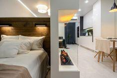 Modern lakberendezés új építésű kis lakásban - 39m2-es keskeny egyszobás tér ügyes kialakítása - zónák, funkcionalitás - Lakberendezés trendMagazin Condo, Bathtub, Mirror, Modern, House, Furniture, Design, Home Decor, Style