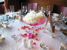 Des coupes de pivoines blanches pour un mariage élégant Table Settings, White Peonies, Elegant Wedding, Center Table, Place Settings, Tablescapes