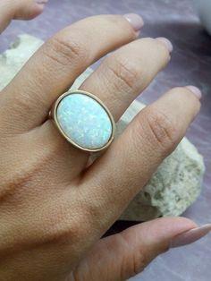 Opal - Breiten Ring, White Opal Ring, Bezel Ring, Oversiz - ein Designerstück von CandyMasha bei DaWanda