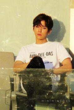 sit on the chair Baekhyun Fanart, Exo Chanyeol, Kyungsoo, Chanbaek Fanart, Taemin, Shinee, Capitol Records, Exo Korea, Sing For You