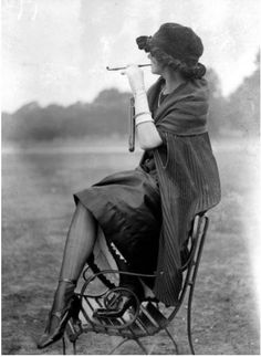 Forget about smoking in the boy's room, all the really cool 1920s youth were smoking on an outdoor bench (and looking wildly chic in the process). :) #vintage #1920s #fashion