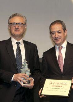 Premio de Honor: Félix Moracho. Félix Moracho, presidente de Huercasa; y José Manuel Bilbao, director territorial de CaixaBank en Castilla y León y Asturias.