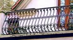 Modern Stair Railing, Patio Railing, Staircase Railings, Staircase Design, Balcony Grill Design, Balcony Railing Design, Window Grill Design, Iron Handrails, Iron Railings