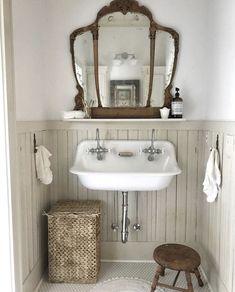 33 Amazing Vintage Bathroom Design Ideas - Home Design Remodelling Ideas Bad Inspiration, Bathroom Inspiration, Home Design, Interior Design, Design Ideas, Bad Styling, Interior Minimalista, Bathroom Styling, Beautiful Bathrooms