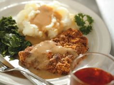 Chicken-Fried Steak that isn't loaded with saturated fat and salt. Skip the deep frying, but with rich country gravy as consolation, you won't miss it. This pan-fried, crispy cube steak has less than one-third of the fat and about 80 percent less sodium. Diabetic Recipes, Beef Recipes, Chicken Recipes, Cooking Recipes, Healthy Recipes, Healthy Chicken, Diabetic Foods, Skinny Chicken, Cooking Tips