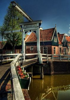 Monnickendam, a small village north of Amsterdam, Netherlands Kingdom Of The Netherlands, Holland Netherlands, Amsterdam Netherlands, Visit Amsterdam, Voyage Europe, Places To See, Beautiful Places, Around The Worlds, Architecture