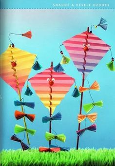 kite craft for autumn Fish Crafts, Diy And Crafts, Arts And Crafts, Paper Crafts, Spring Activities, Creative Activities, Kite Decoration, Diy For Kids, Crafts For Kids