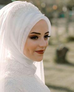 Hijabi Wedding, Muslimah Wedding Dress, Muslim Wedding Dresses, Muslim Brides, Muslim Girls, Dress Muslimah, Beau Hijab, Bridal Hijab Styles, Muslim Beauty