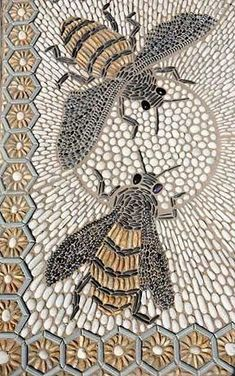 Busy bees in pebble background - Decoration Fireplace Garden art ideas Home accessories Mosaic Garden Art, Mosaic Art, Mosaic Tiles, Pebble Mosaic, Pebble Art, Mosaic Glass, Garden Crafts, Garden Projects, Garden Ideas