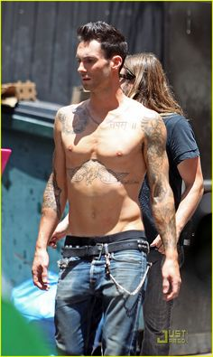 Adam Levine: Shirtless on 'Moves Like Jagger' Video Set! | adam levine shirtless on music video set 01 - Photo Gallery | Just Jared