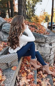 The cutest fall fashion 2018 outfits from fashion influencers . - fashion outfits - The cutest fall fashion 2018 outfits from fashion influencers # # – Cute Fall Fashion, Autumn Fashion 2018, Fall Fashion Trends, Winter Trends, Current Fashion Trends, Autumn Photography, Girl Photography Poses, Minimalist Outfit, Autumn Aesthetic