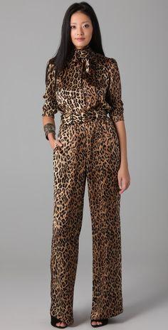 leopard print jumpsuit love this! Fur Fashion, Love Fashion, Winter Fashion, Fashion Looks, Fashion Trends, Animal Print Outfits, Animal Print Fashion, Animal Prints, Leopard Prints