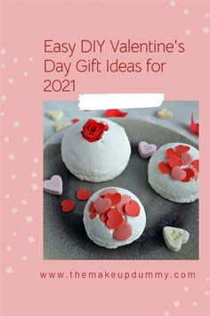 Easy DIY Ideas on how to make your own bath and beauty products as homemade gifts for Valentine's day, including lots of bath bomb tutorials to make bath fizzies inspired by the ones from LUSH Valentines Diy, Valentine Day Gifts, Beauty Care, Diy Beauty, Lotion Recipe, Natural Beauty Recipes, Diy Ideas, Craft Ideas, Bath Fizzies