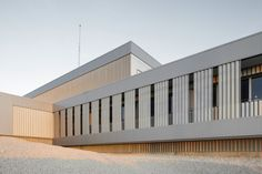 Built by ACXT Arquitectos in San Mateo de Gállego, Spain with date Images by Iñaki Bergera. The main activity of Certest Biotec involves research, development and manufacturing of diagnostic tests. Industrial Architecture, Architecture Design, Innovation Centre, Ground Floor Plan, Facade House, Common Area, Art Of Living, Cladding, Spain