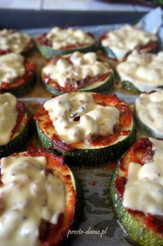mini pizza z cukinii Appetizer Recipes, Snack Recipes, Cooking Recipes, Snacks, Vegetarian Recipes, Healthy Recipes, Healthy Food, Catering, Mediterranean Diet Recipes