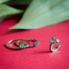 Carol Bassi Jewelry - Coleções e Joias Sobmedida . Alianças . Brincos . Colares . Anel de noivado . Abotoaturas . Headpiece . Joias para noivas #carolbassijwelry #carolbassi #joia #jewelry #modernjewelry #esmeralda #emerald #tanzan…