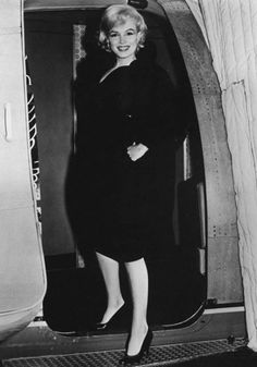 """Marilyn returning to New York after a meeting in LA for """"Let's Make Love"""", September 20th 1959."""