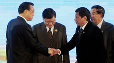 duterte-shakes-hands-with-chinese-primier-li-keqiang